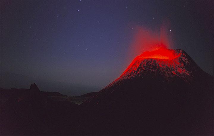 Ol-doinyo-lengai-i udbrud-med-lava